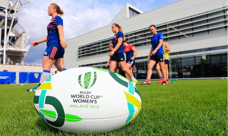 В женском регби предложили уменьшить размер мяча